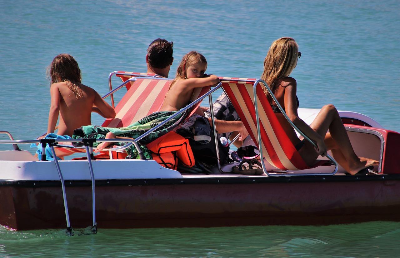 Family Total Swim Water Boat Mood  - pasja1000 / Pixabay